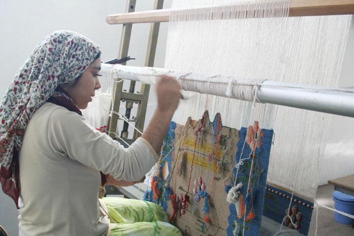 ペルシャ絨毯の織り子